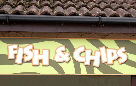 fish and chips: copeaux de poisson signent. magasin de restauration rapide