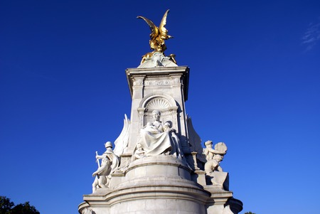 queen victoria: Queen Victoria Monument in Buckingham Palace London England