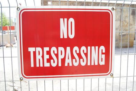 prohibido el paso: No firmar la invasión
