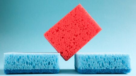 Many blue, red, yellow, green sponges are used to wash and wipe the dirt used by housewives in everyday life. They are made of porous material such as foam. good detergent retention. 版權商用圖片