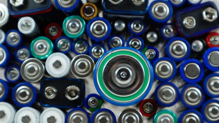Lots of used household alkaline batteries type AA, AAA, PP3, D, C, collected for recycling. Recycling and ecology problems. Top view of a background of used batteries of different types and sizes Foto de archivo