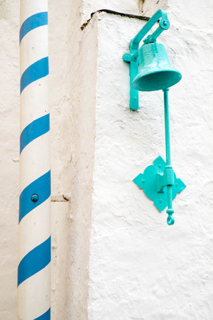 cymru: Turquoise painted bell in Portmeirion village Stock Photo