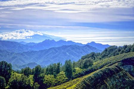 산을 보여주는 섬의 플로레스, 인도네시아보기 바다로 이동
