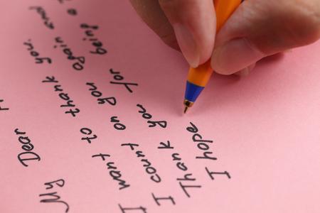 papier a lettre: R�daction lettre � un ami sur papier rose.
