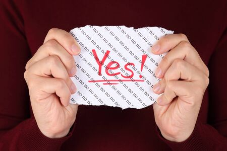 positiv: Piece of paper with red word