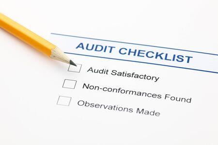 auditoría: Lista de comprobación de Auditoría y lápiz.