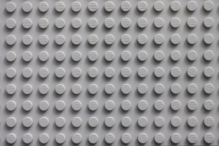 Tambov, Rusland - 20 februari 2015 Lego grijze basisplaat. Lego speelgoed vervaardigd door de Lego Group (Billund, Denemarken). Redactioneel