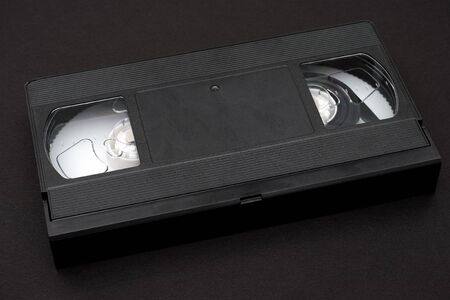 videocassette: cinta de vídeo sobre fondo negro
