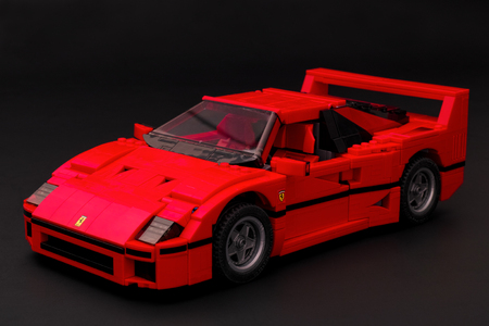 creador: Tambov, Rusia - 03 de enero de, el a�o 2016 LEGO Creator Experto Ferrari F40 coche sobre fondo negro. estudio de disparo. Editorial