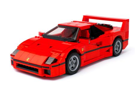 creador: Tambov, Rusia - 03 de enero de, el a�o 2016 LEGO Creator Experto Ferrari F40 del coche en el fondo blanco. estudio de disparo.