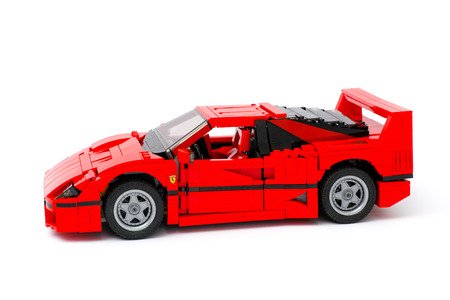 creador: Tambov, Russian Federation - January 03, 2016 LEGO Creator Expert Ferrari F40 car on white background. Studio shot.