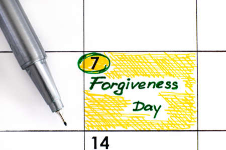 Reminder Forgiveness Day in calendar with pen. July 07.  版權商用圖片