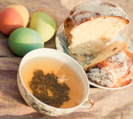 pasch: Pasch eggs and cake
