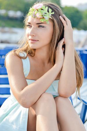 [Imagem: 23175829-retrato-de-mulher-bonita-que-ap...pregui.jpg]