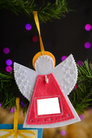 Chiuda sul dettaglio dei simboli fatti a mano di Natale, fondo festivo di progettazione dei giocattoli decorati gioiosi, festa tradizionale della cultura che celebra fotografia Archivio Fotografico - 90698556