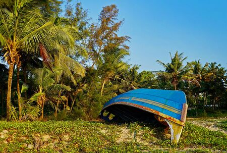 Sandy Marari beach near the city Kochi of Kerala, India Standard-Bild - 140373347