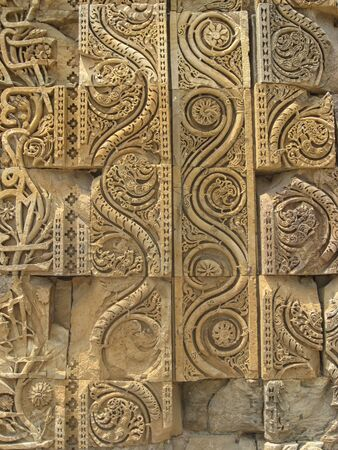 scrool: Carving detail on Quwwat-ul-Islam Mosque New Delhi