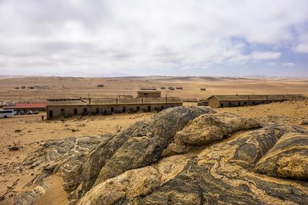 Large rock above Kolmanskop Фото со стока