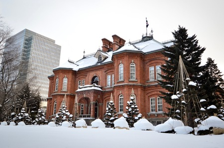 oficina antigua: Built in 1888, the former Hokkaido Government Office Building is one of Hokkaidos most famous buildings at the heart of Sapporo. With its red brick walls, it stands out among Sapporos more modern buildings.