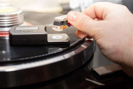 Adjusts the weight of the turntable cartridge. 免版税图像