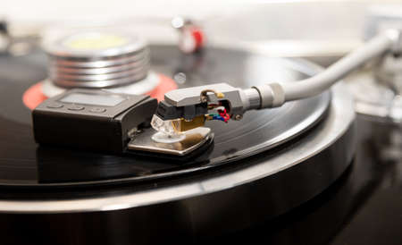 Adjusts the weight of the turntable cartridge. close-up 免版税图像