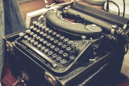 Old vintage typewriter set 版權商用圖片 - 133127998