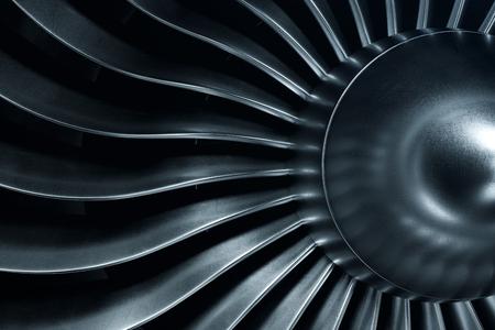 Motor a reacción de representación 3D, vista de primer plano de las cuchillas del motor a reacción. Tinte azul