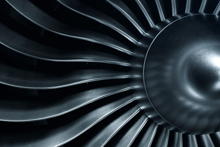 Renderowanie 3D silnika odrzutowego, widok z bliska łopatki silnika odrzutowego. Odcień niebieski.