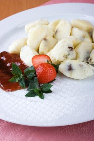 Alb�ndigas de frutas con fresas y mermelada