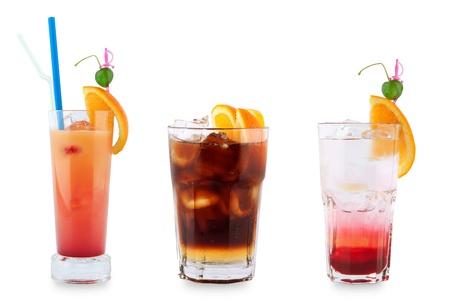 Trois cocktails d�coratifs sur un fond blanc. Banque d'images