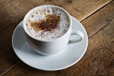 Taza perfecta de café negro sobre la mesa Foto de archivo - 12245513