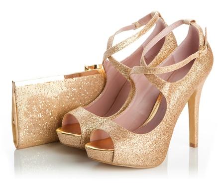 Chaussures pour dames en or et petit sac Banque d'images