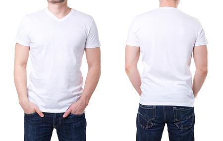 T-shirt blanc sur un mod�le de jeune homme sur fond blanc Banque d'images