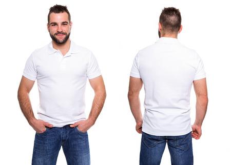 camisa: Polo blanco en una plantilla joven en el fondo blanco