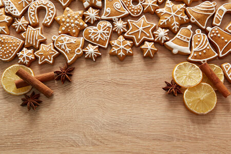 star anise christmas: Homemade christmas cookies on wooden table