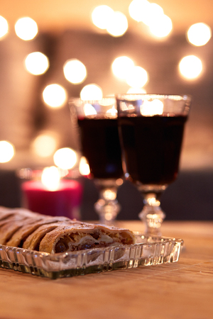 night table: Apple strudel with sugar and mulled wine for Christmas Stock Photo
