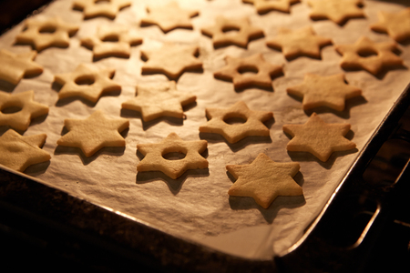 cookie sheet: Christmas star Linzer cookies in the oven Stock Photo