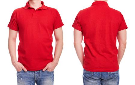Homem novo com camisa pólo vermelha sobre um fundo branco Imagens