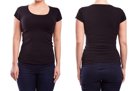 Tshirt preto em um modelo de jovem mulher sobre fundo branco