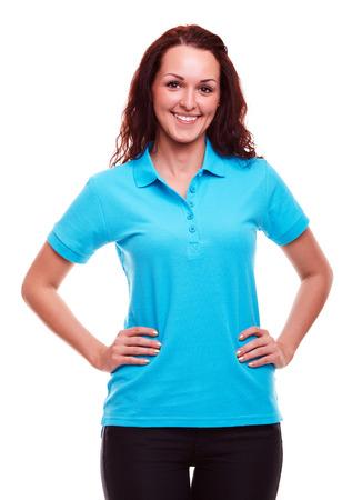 camisa: Mujer joven feliz en un fondo blanco Foto de archivo
