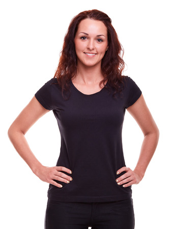 camisa: Mujer en una camisa de color negro sobre un fondo blanco