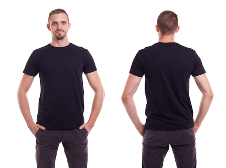 in  shirt: Hombre guapo en camiseta negro sobre fondo blanco
