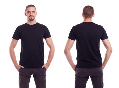 Homem considerável no t-shirt preto sobre fundo branco
