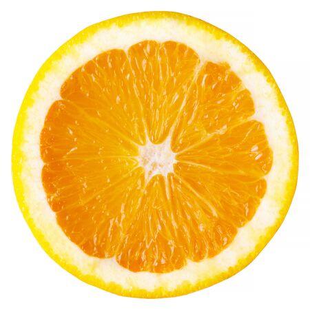 Plak van sinaasappel die op witte achtergrond wordt geïsoleerd