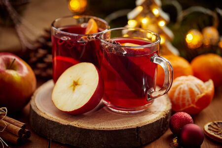 Two glasses of hot mulled wine and apple on christmas table Banco de Imagens