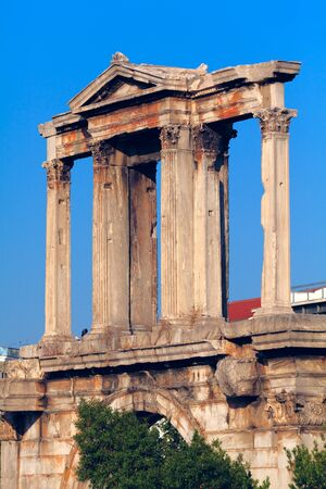 hadrian: Hadrian´s Arch, in the back Acropolis, Athens, Greece