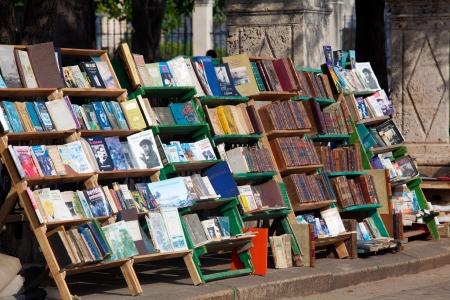 plaza de armas: Book trading on Plaza de Armas, Old havana, Cuba