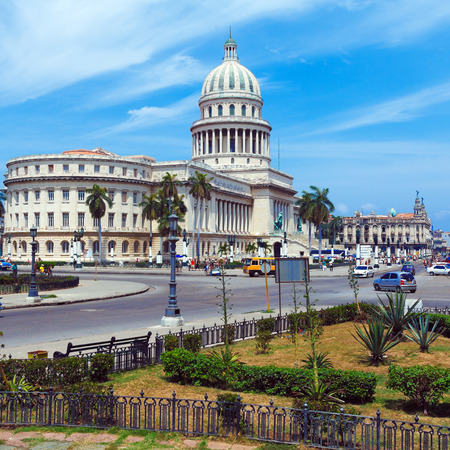capitolio: The Capitol building at Morning with Urban Traffic,  Havana