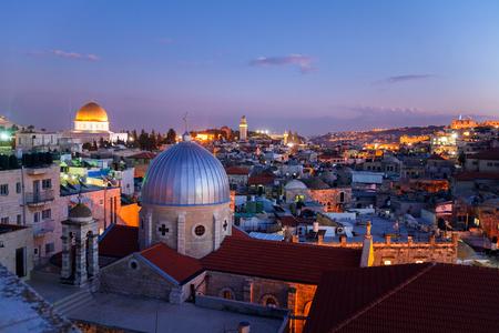 templo: Ciudad vieja de Jerusalén y el Monte del Templo en la noche, Israel Foto de archivo