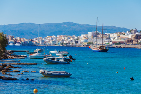 kreta: Agios Nikolaos City and Voulismeni Lake, Crete, Greece Stock Photo
